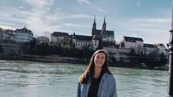 Tarah Wylie am Rhein vor dem Basler Münster. Die Amerikanerin wird in die Schweiz zurück kommen.