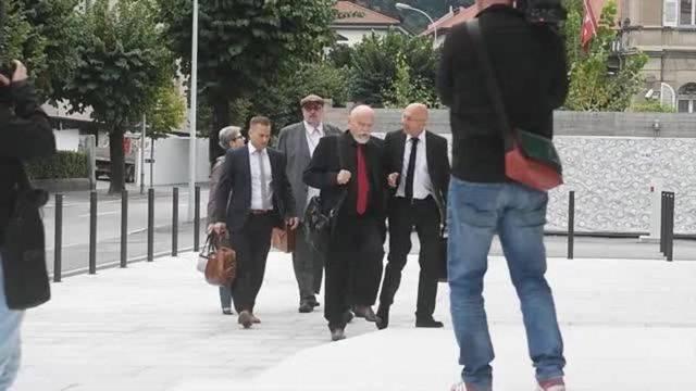 Dieter Behring erscheint vor Gericht