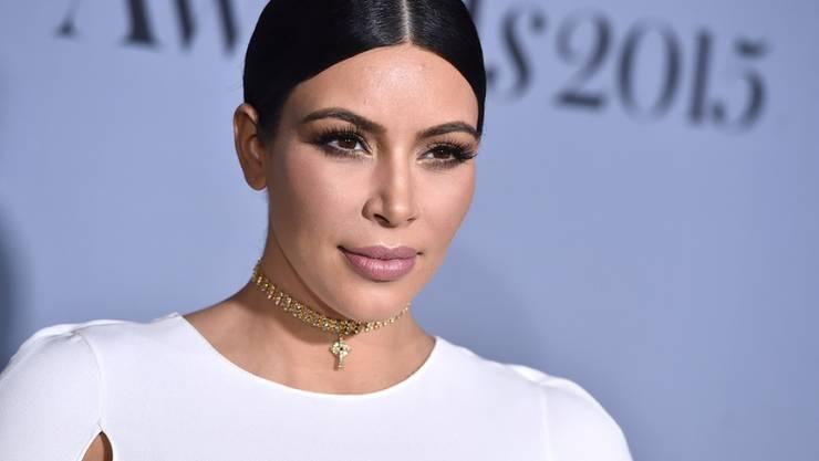 Zieht sich gerne aus und legt sich mit anderen Prominenten an: TV-Sternchen und Zweifachmama Kim Kardashian (Archiv).
