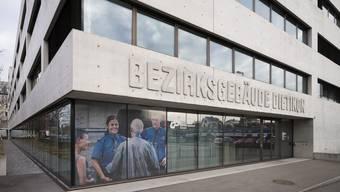 Verschlossene Türen: Journalistinnen und Journalisten erhielten heute trotz Justizöffentlichkeits- und Informationsfreiheitsprinzip keinen Zutritt in den Dietiker Gerichtsaal.