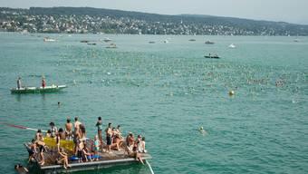 Die 1500 Meter lange Schwimmstrecke führt vom Strandbad Mythenquai in das gegenüberliegende Strandbad Tiefenbrunnen. (Archiv)