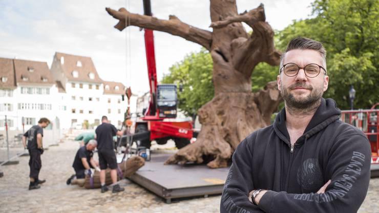 Der Kunstkurator vor Ai Weiweis «Iron Tree»: Samuel Leuenberger.