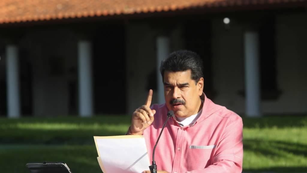 HANDOUT - Nicolas Maduro, Präsident von Venezuela, spricht über die Entwicklung der Corona-Pandemie in Venezuela. Laut Regierungsangaben sind 25 805 Menschen in Venezuela an Covid-19 erkrankt. Foto: Prensa Miraflores/dpa - ACHTUNG: Nur zur redaktionellen Verwendung und nur mit vollständiger Nennung des vorstehenden Credits