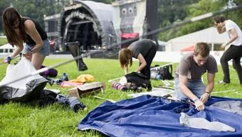 Besucher des Open-Airs St. Gallen bauen ihre Zelte auf (Archiv)