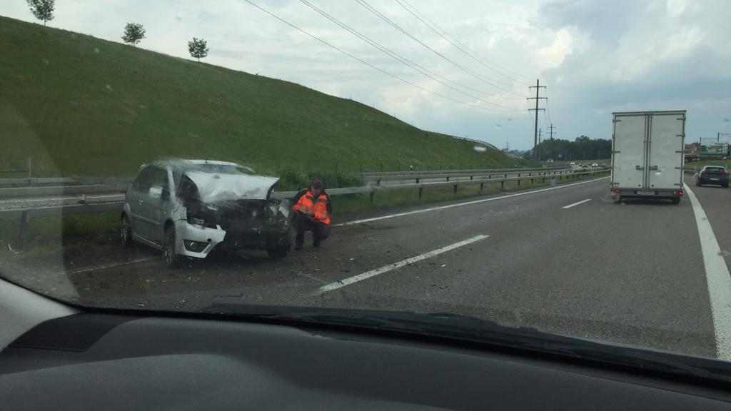 Das Auto war auf der Überholspur unterwegs, ehe es verunfallte.