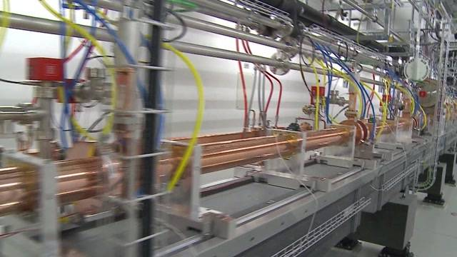 Johann Schneider-Ammann weiht Röntgen-Laser ein