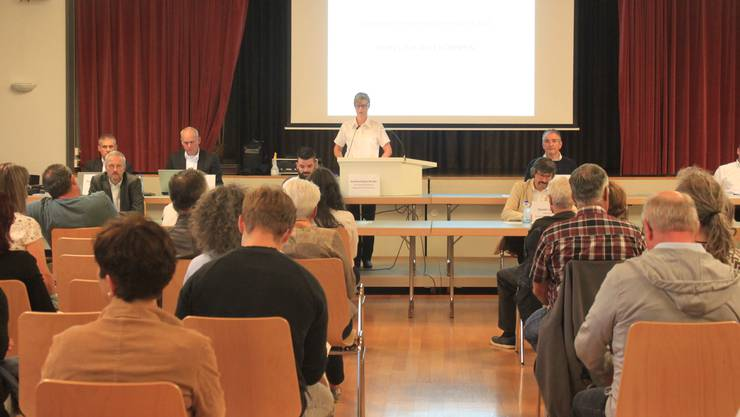 Gemeindepräsidentin Sandra Huber leitete ihre erste Gemeindeversammlung.
