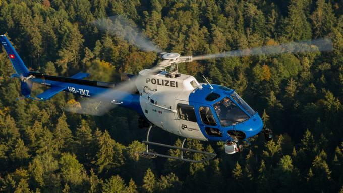 Mit dem Helikopter wurde nach dem Mann gesucht, zunächst ohne Erfolg. (Symbolbild)