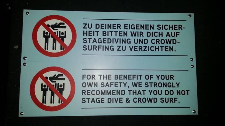 Hinweis auf Verzicht von Stagediving und Crowdsurfing im Kofmehl.