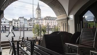 Immerhin muss der Gastronom für diese nicht genutzte Fläche nicht auch noch Gebühren zahlen. Die Stadt Zürich verzichtet weiterhin auf das Einziehen von Gebühren. (Symbolbild)