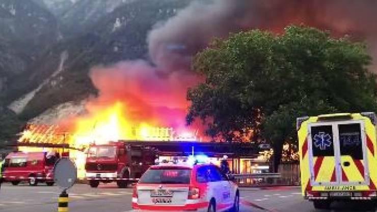 Wegen des Brandes war der Bahnverkehr unterbrochen.