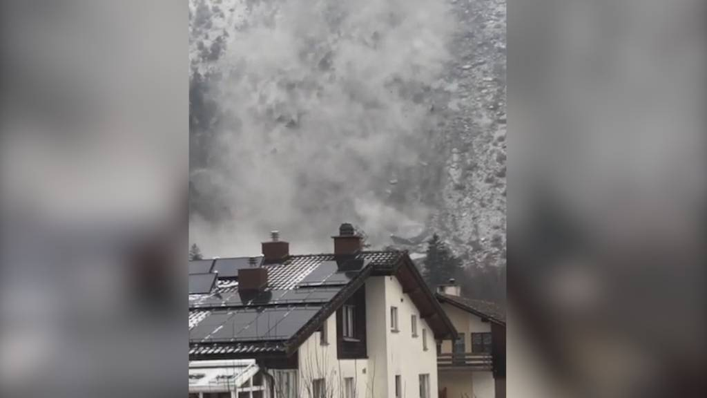 Felsberg (GR): Felsbrocken donnern ins Tal - drei Häuser evakuiert