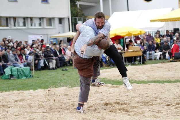 Der Baselbieter Remo Kocher duelliert sich mit Lorenz Platter.