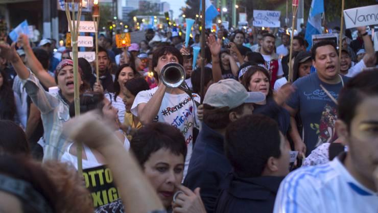 Die Demonstranten fordern in Guatemala-Stadt den Rücktritt ihres Staatschefs Otto Pérez Molina