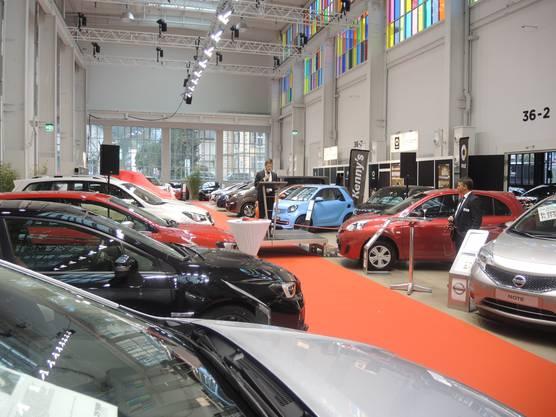 Thomas Lütolf, Leiter Standortmarketing, sprach zur Eröffnung der Auto-Ausstellung.