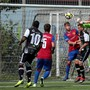 FCB-U21-Goalie Jozef Pukaj faustet den Ball weg und hält seinen Kasten sauber.Bild: Edgar Hänggi