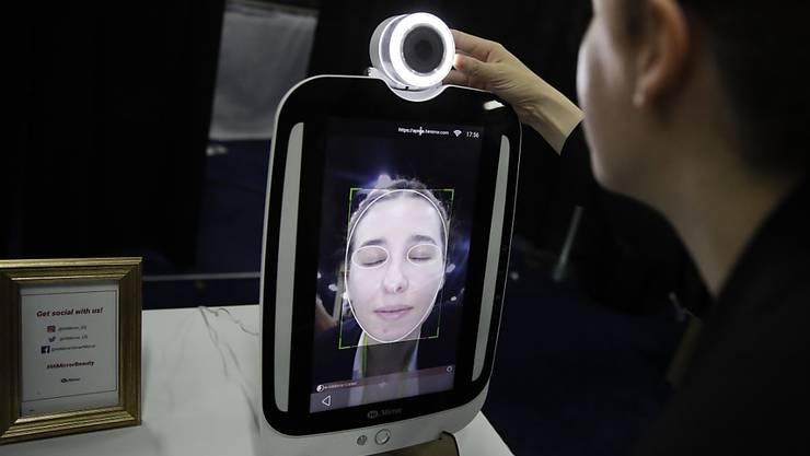Kritiker sehen die Privatsphäre verletzt: Das Online-Netzwerk Facebook steht auch wegen seiner Gesichtserkennungs-Software in der Kritik. (Symbolbild)