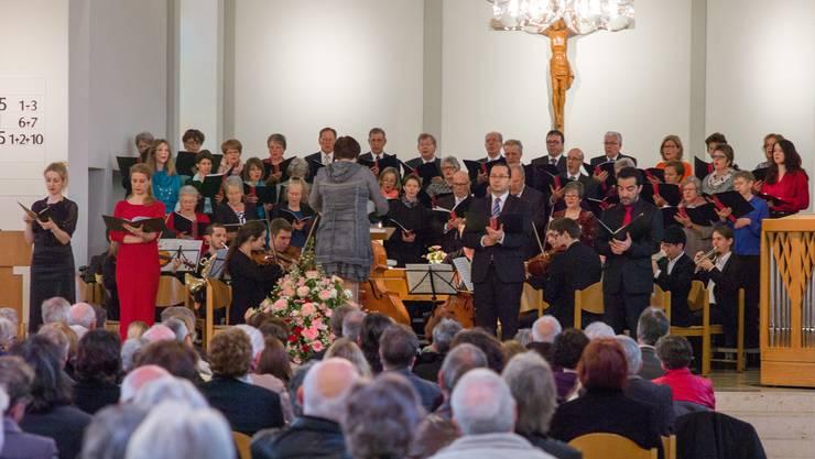 Der Chor singt die Krönungsmesse von W.A. Mozart