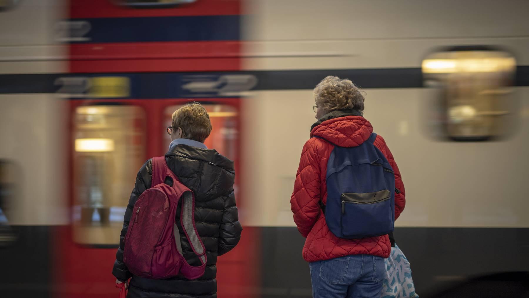 An der Auffahrt und dem Pfingstwochenende werden viele Zugpassagiere erwartet.