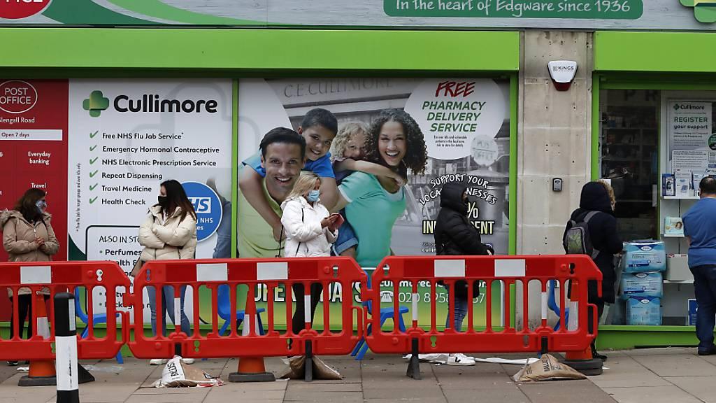 Jeder zweite Erwachsene geimpft - Was die Briten besser machen