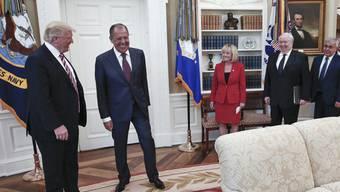 Beim Treffen im Oval Office gibt man sich versöhnlich: Trump und Lawrow (v.l.) hoffen auf eine Annäherung zwischen der USA und Russland.