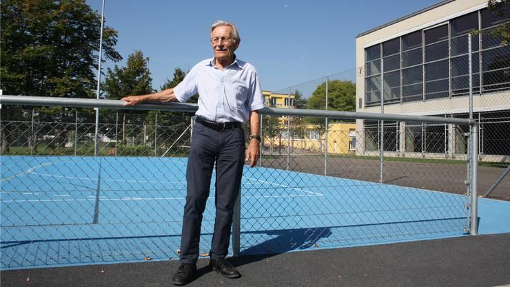Herbert Donzé war 38 Jahre lang Reallehrer in Oberengstringen. 1962 entwarf er das Raumprogramm für die Sportanlage Brunewiis.