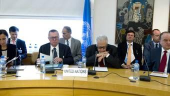 Genfer Vorbereitungsgespräche mit Brahimi (vorn zweiter von rechts)