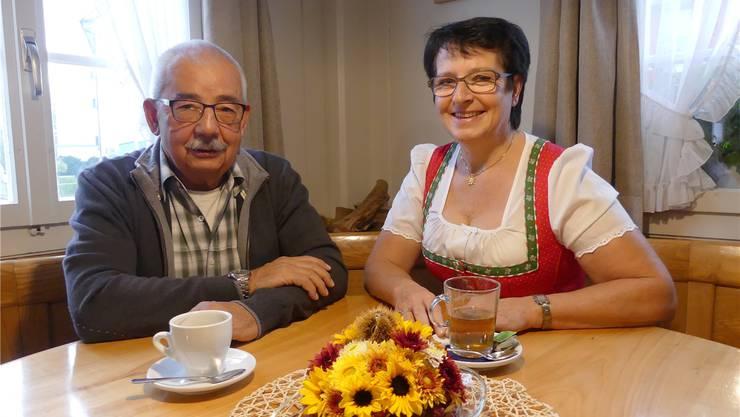 Albert Kreyenbühl und Wirtin Rita Murer freuen sich auf die Sendung «Mini Beiz, dini Beiz» am Montagabend.