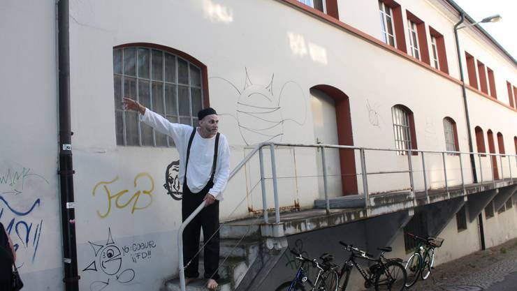 Die Brauerei Ziegelhof soll kulturell umgenutzt werden. Ein Schauspieler verkörperte dabei den «Geist» in den alten Kellern.