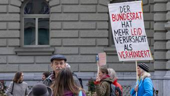 Plakat bei einer Demonstration gegen die Corona-Massnahmen des Bundesrats. (Bern, 18. Oktober 2020)