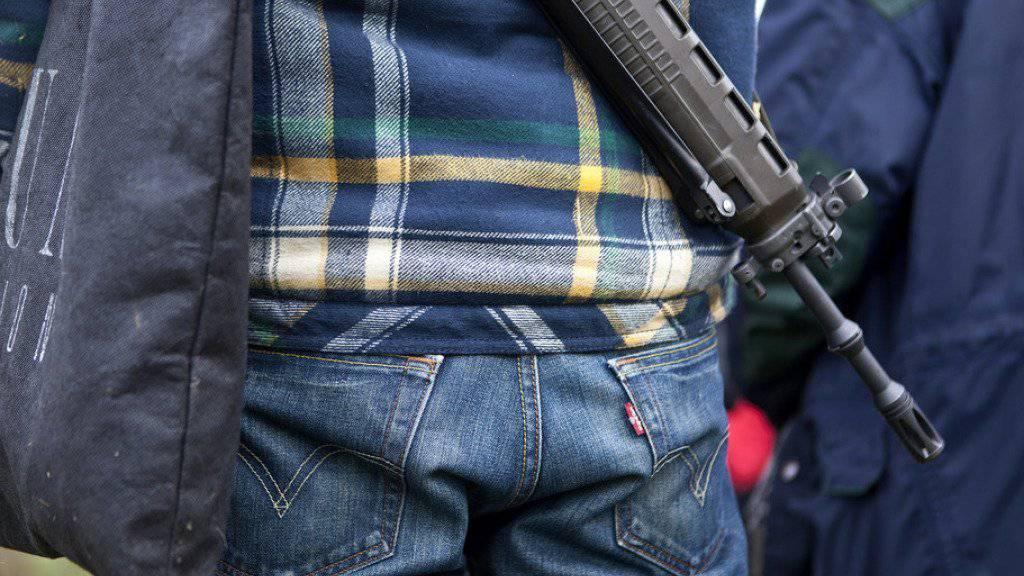 Bei Einbrüchen in Schützenhäuser in der Nordwestschweiz sind die Diebe auch an Waffen, Munition und Waffenzubehör gekommen. (Symbolbild)