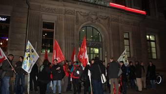 Demonstration vor dem BaZ-Gebäude