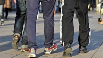 Trainerhosen sind immer wieder an Schweizer Schulen anzutreffen. Jetzt prüft das Basler Gymnasium Leonhard ein Verbot.