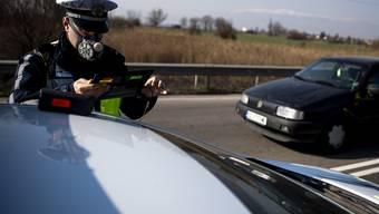 In Bulgarien wurde die Hauptstadt Sofia für den Verkehr fast vollständig abgeriegelt, nachdem zahlreiche Bürger bei Ein- und Ausfahrtskontrollen immer wieder Falschangaben gemacht hatten. (Archivbild)