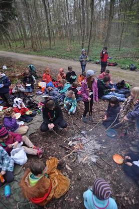 Bei einem gemütlichen Bräteln im Wald wurden neue Kräfte gesammelt.