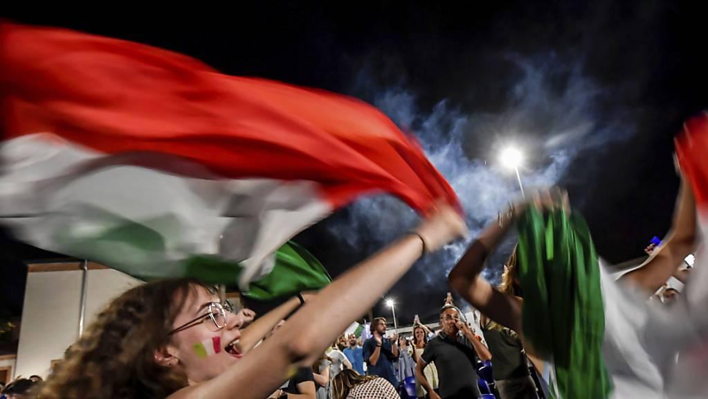 In Mailand versammelten sich nach dem Sieg Italiens über England die Fans in Strassen und Gassen.