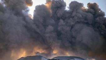 Wegen einer Aschewolke aus dem Ätna ist am Samstag der Flughafen in Catania geschlossen worden. (Archivbild)