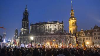 Pegida-Anhänger bei ihrem Protest am Montagabend in Dresden.