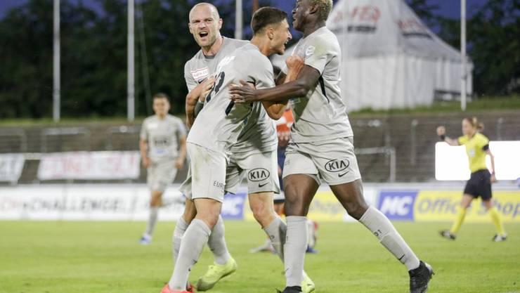 Die Youngsters geben den Tarif durch: Alounga bejubelt mit Lujic den Treffer zum 4:1.
