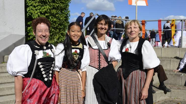 Mitglieder der Alphorngruppe Echo vom Jura