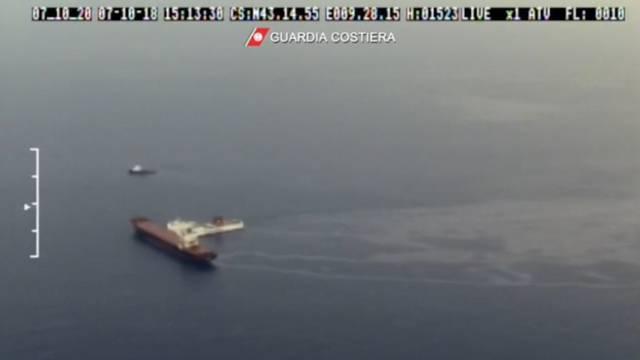 Zwei Frachtschiffe vor Korsika zusammengestossen – Hubschraubervideo zeigt langen Ölfilm