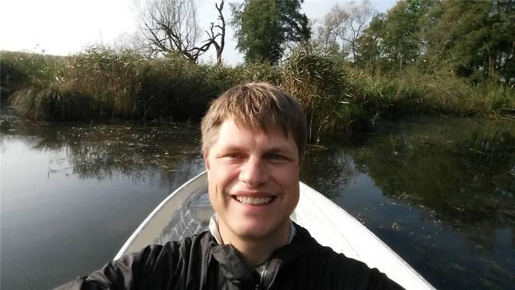 Adrian Nufer ist Umweltnaturwissenschafter und begleitet den Versuch im Bellacher Weiher seit 2004.