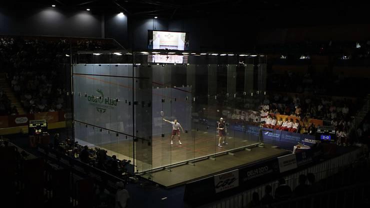 Die Squash-Spieler im Glaskäfig. (Archivaufnahme)