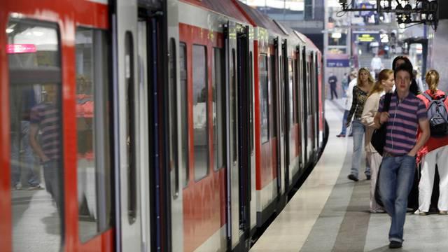 Eine S-Bahn in Hamburg (Symbolbild)
