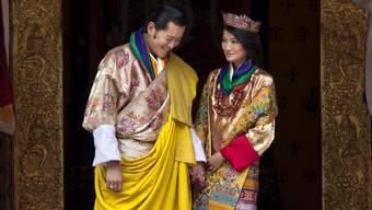 König Jigme Khesar Namgyal Wangchuck und Königin Jetsun Pema geben die Geburt eines Prinzen bekannt. (Archiv)