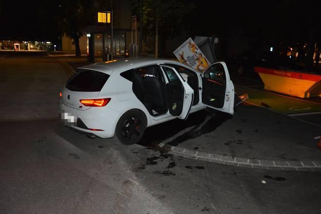Der Lenker sowie vier Mitfahrer/innen haben sich beim Unfall Verletzungen zugezogen.