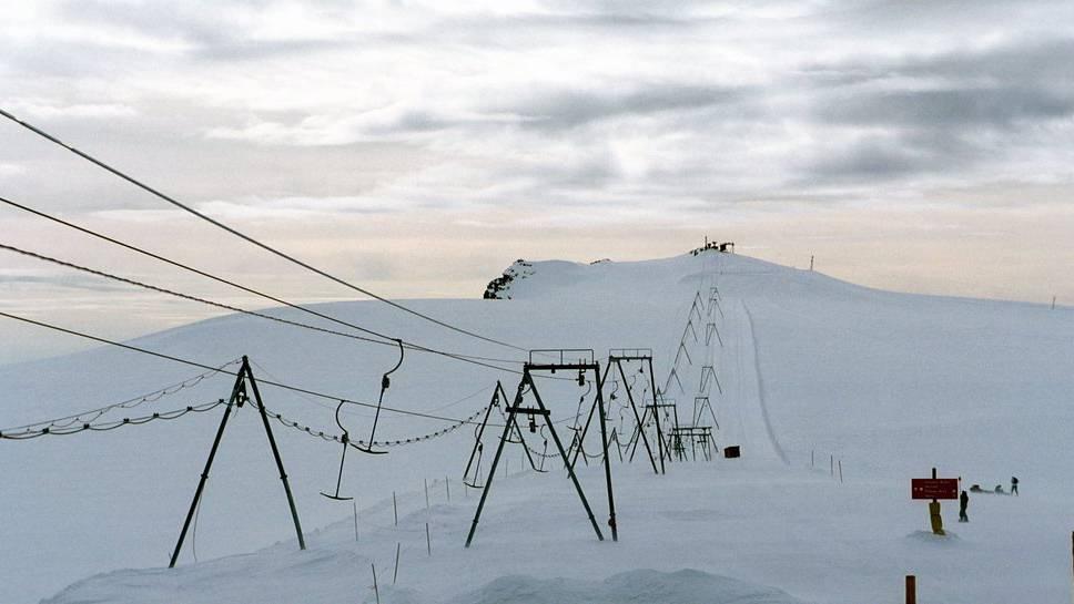 Ein Sturm mit 150km/h brachte die Masten eines Skiliftes in Zermatt zu Fall.