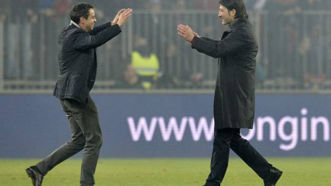 FCB-Präsident Bernhard Heusler und sein Trainer Murat Yakin nach dem letztjährigen Titelgewinn. Foto: Keystone