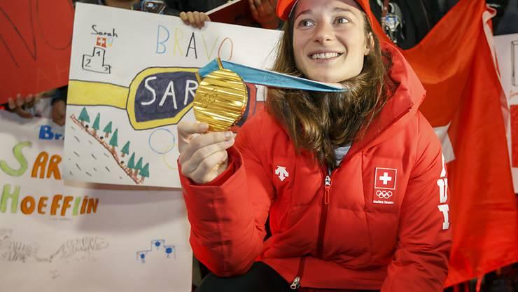 Sarah Höfflin mit ihrer Goldmedaille von Pyeonchang