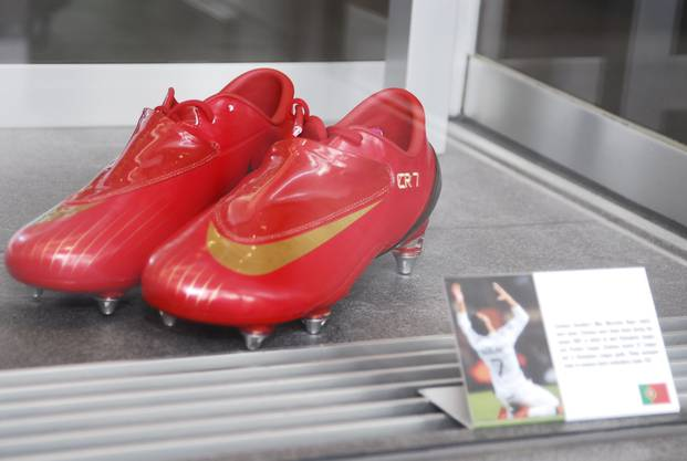 8ed905edb3f5c6 In diesen roten Schuhen gewann Cristiano Ronaldo 2008 mit Manchester United  die Champions League und die